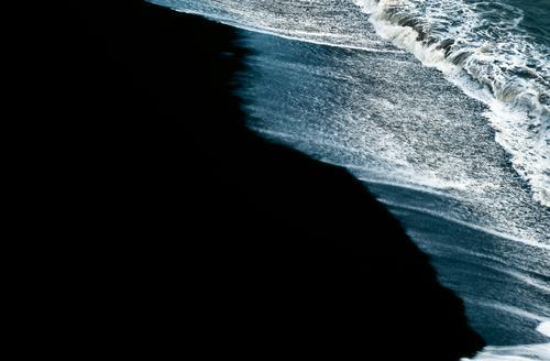 schwarzr Strand Wasser weiß Sand Wellen Küste Hintergrundbild USA Hawaii Lava vulkanisch