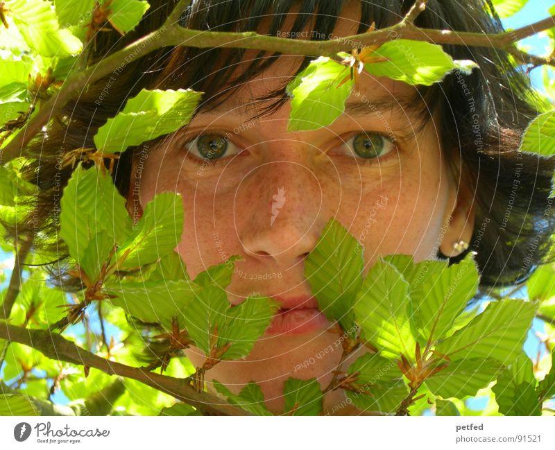 Dschungelkind I grün Gesicht ruhig Blatt Auge Gefühle Frühling Ast Mensch Versteck