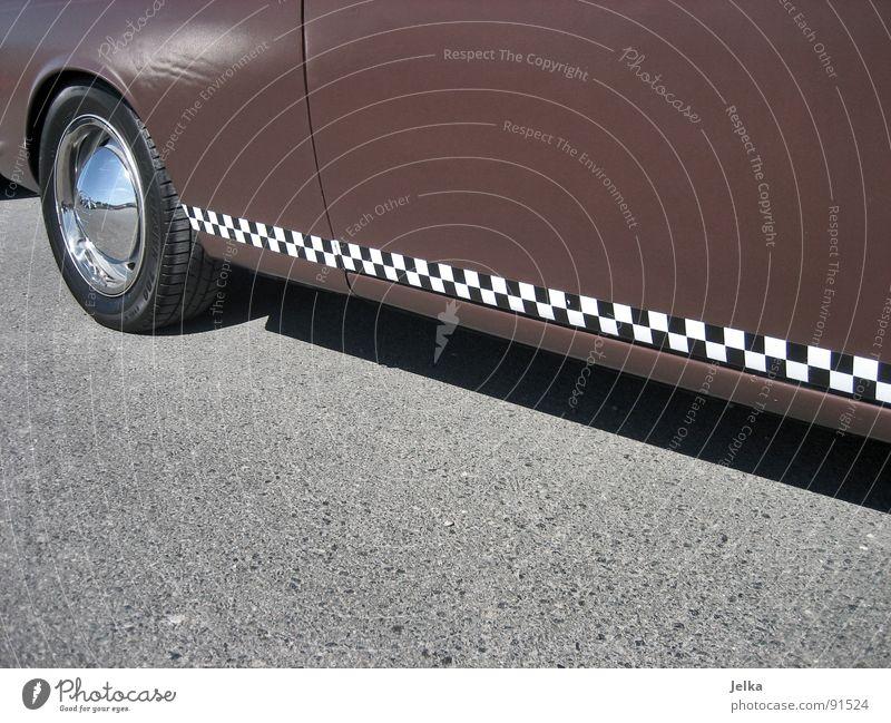 rennstreifen Verkehr PKW Oldtimer retro braun KFZ Wagen kultig Felge Autoreifen brown b/w unterboden car cars typ 3 wheel wheels Schwarzweißfoto Schatten