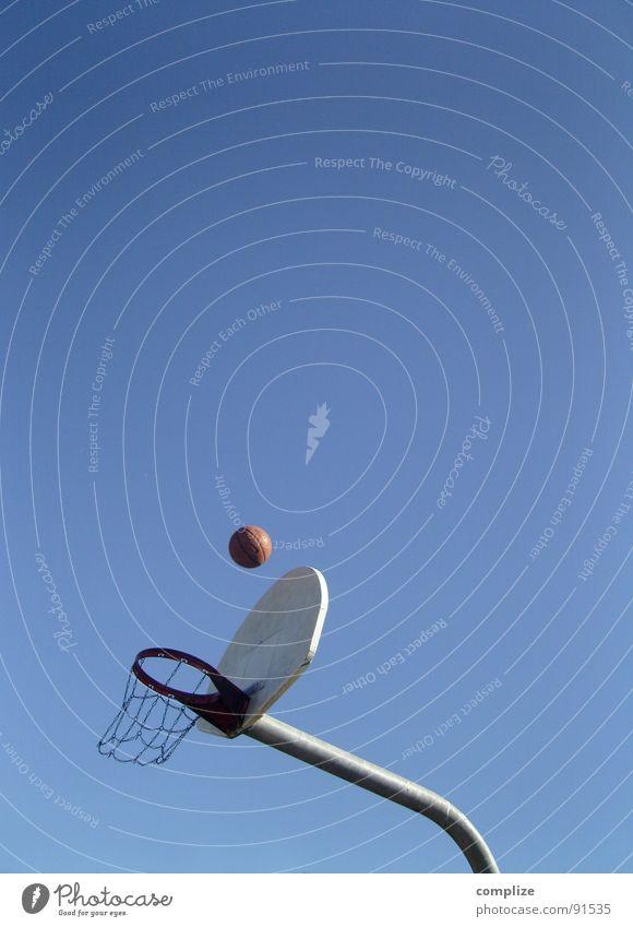 basketball Sport Ball Ziel werfen zielen Treffer Blauer Himmel Ballsport