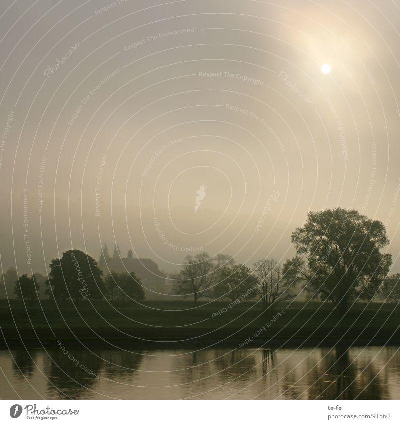 guten Morgen Elbe Elektrizität Licht Wolken Romantik kalt ruhig Sonnenaufgang Gegenlicht Dresden Fluss Bach Himmel Wasser blau Beginn Graffiti Morgendämmerung