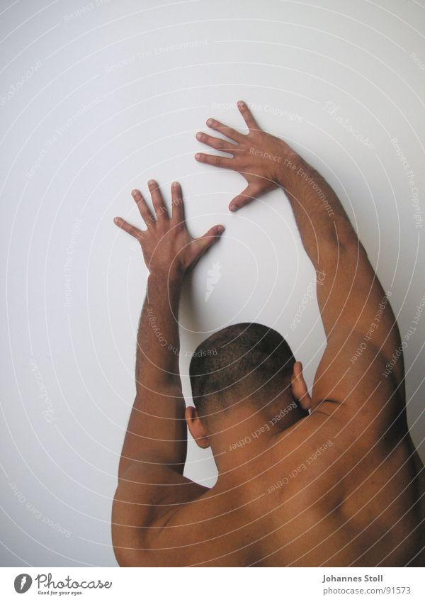Tänzer 2 Mann Hand Wand Kraft Angst Arme Elektrizität Theaterschauspiel Dynamik Gesichtsausdruck kämpfen Muskulatur Panik anlehnen abstützen