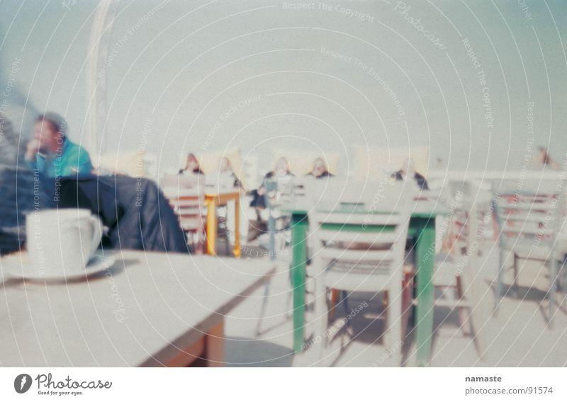 auf der suche nach der perfekten photographie 2 Mensch Meer Strand Sand Horizont Café Stuhl weich Tasse türkis Sonnenschirm Niederlande Strandcafé