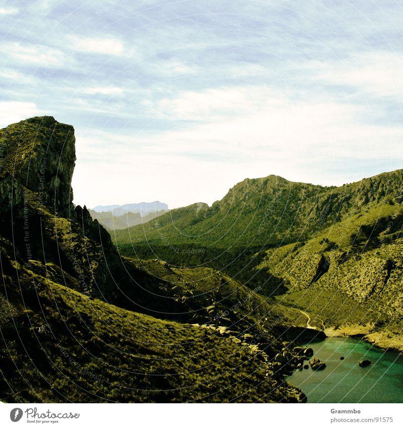 Winnetou (nicht im Bild) reitet aus grün Meer Ferne Ferien & Urlaub & Reisen Geröll Wiese Matten Frühling Sommer Sonne Auenland ruhig Berge u. Gebirge Tal Stein