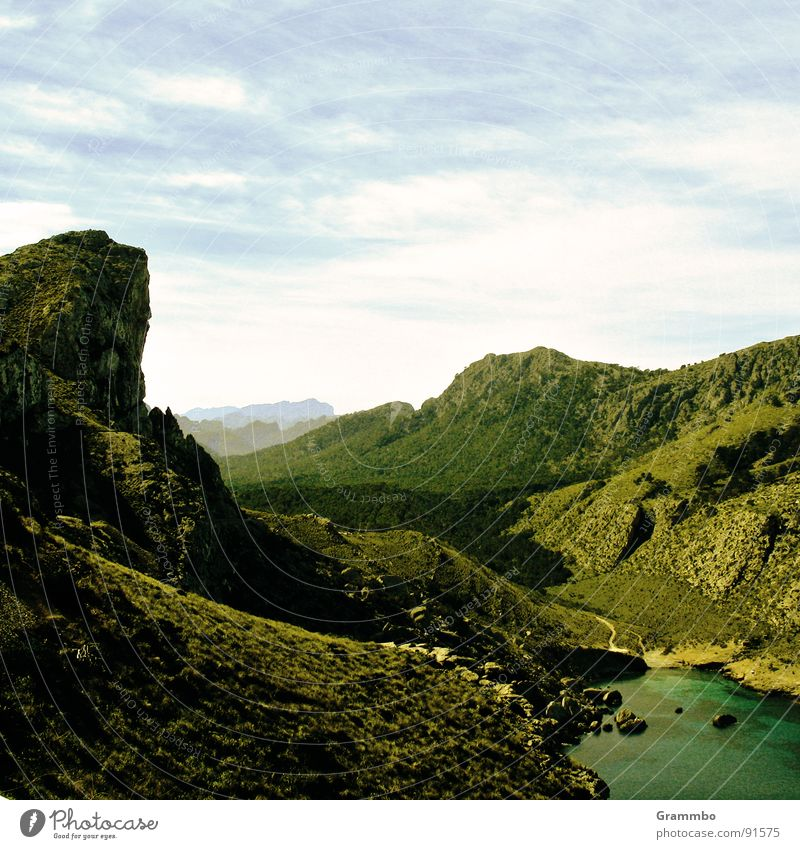 Winnetou (nicht im Bild) reitet aus Wasser Sonne Meer grün Sommer Ferien & Urlaub & Reisen ruhig Ferne Wiese Berge u. Gebirge Frühling Stein Felsen Tal Auenland