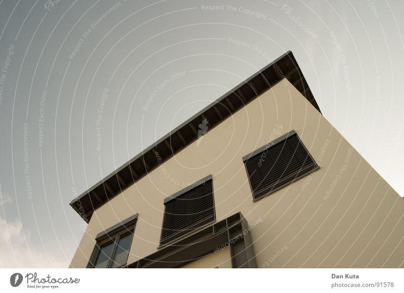 Spanien in Deutschland Haus Gebäude Fenster Aussicht Blick Geometrie Dach Flachdach Länge quer Stahl Mauer Wand niedlich Putz eingelassen Ausgelassenheit flau