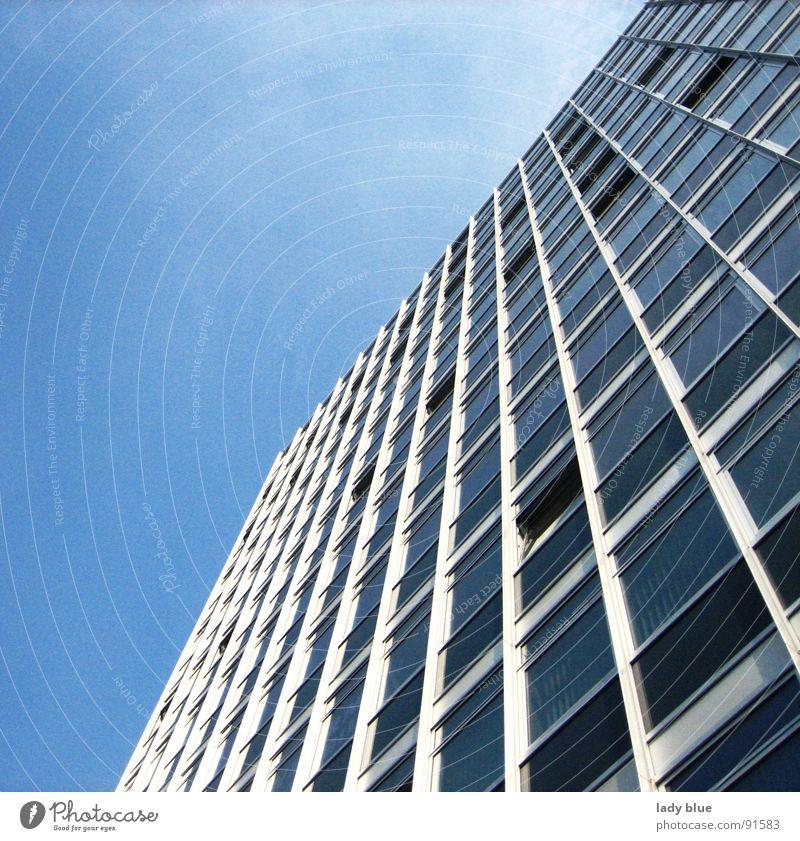 Business Hochhaus Gebäude Fenster Haus Arbeit & Erwerbstätigkeit streben Streifen groß Grenze Stahl Architektur blau hoch Glas Himmel Münster Klarheit