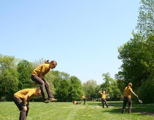 multiple freizeit #2 Freude Freizeit & Hobby Spielen Ferien & Urlaub & Reisen Sommer Sport Mensch Luft Frühling Wärme Baum Gras Park Wiese springen Zusammensein