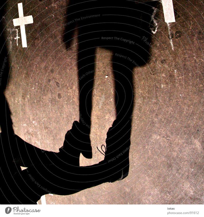 ** Frau dunkel Stein Fuß Tanzen Kraft gehen laufen Rücken Kraft Bodenbelag Konzentration Veranstaltung Kreide Tanzfläche