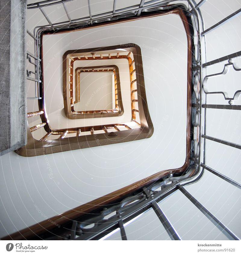 Weg zur Mitte Treppenhaus Spirale aufsteigen Haus eckig Flur Treppengeländer Halterung Symmetrie Treppen steigen abwärts aufwärts Architektur