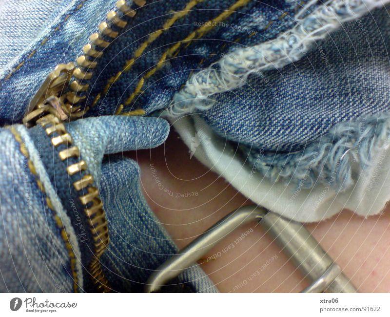 jeans 5 blau Metall offen Haut Bekleidung Stoff Jeanshose Hose silber Knöpfe Gürtel bereit Reißverschluss Gürtelschnalle