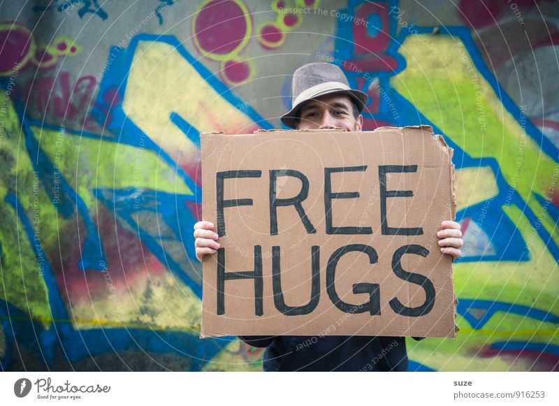 Free Hugs mit Hut Lifestyle Stil Freude Freizeit & Hobby Valentinstag Mensch maskulin Junger Mann Jugendliche Erwachsene Gesicht 1 18-30 Jahre Accessoire