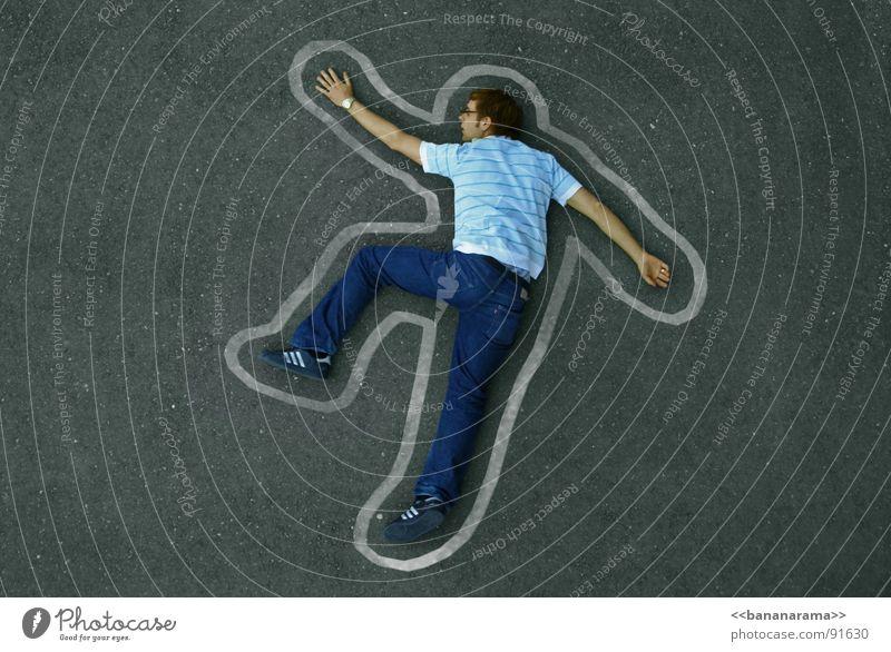 Basejumper ohne Fallschirm Stratego flach Absturz Hochhaus Kunst Kunsthandwerk Tod Strassenstratego Mord erstaunt am Boden ich geh dan mal runter