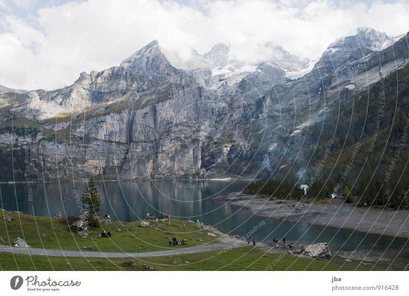 Oeschinensee Sommer Erholung Landschaft Wolken Wald Berge u. Gebirge Herbst Wege & Pfade See Felsen Tourismus wandern Ausflug Fußweg Alpen Sommerurlaub