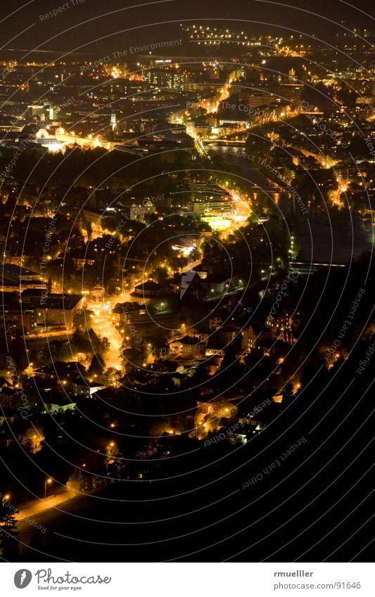 Nightshift Stadt Nacht Neonlicht Stimmung groß Langzeitbelichtung Nachtaufnahme Stativ Licht Straße Beleuchtung Aussicht town lights night street view