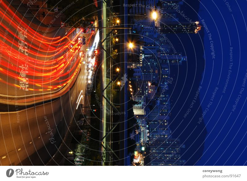 night road, split in colour Split Hongkong Stadt Licht Stadtzentrum Langzeitbelichtung lines red cold and warm beam ray car light bridge curve blue dynamic