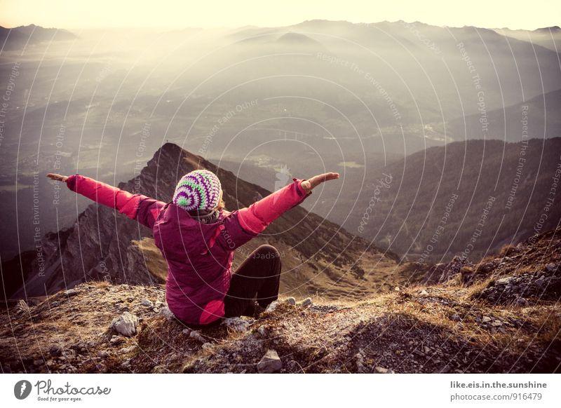 weißt du was GLÜCK ist...?! Frau Erholung Landschaft Freude Ferne Erwachsene Berge u. Gebirge Herbst feminin Sport Glück Freiheit Freizeit & Hobby Zufriedenheit wandern Fröhlichkeit