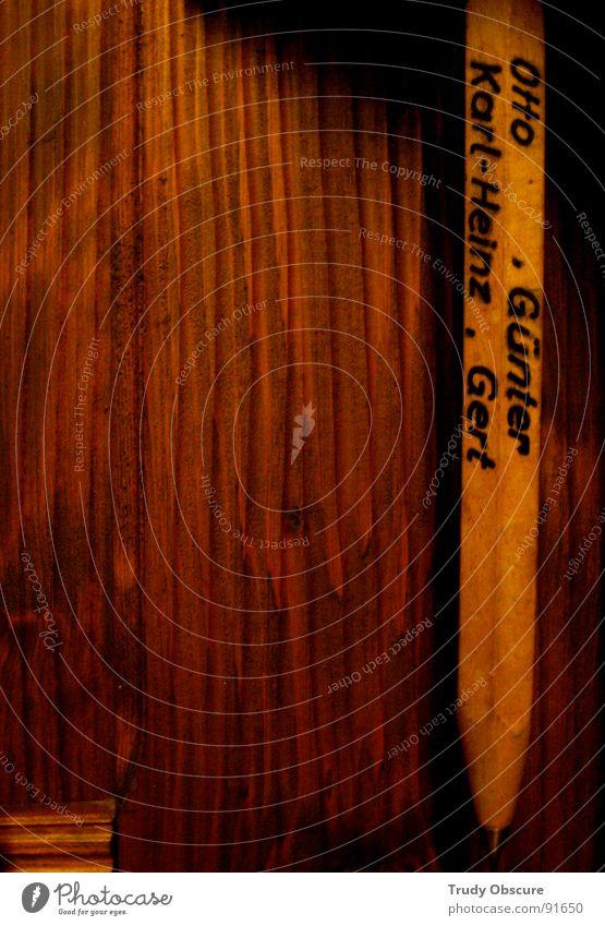 hömma günter, gib mich dat bier! Holz Wand hängen baumeln Schreibstift Bleistift schreiben Stammtisch Gastronomie Gasthof Gastwirtschaft Kartenspiel Spielen