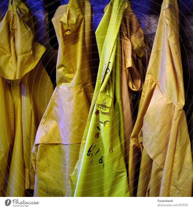 nacher Schicht Wasser gelb Arbeit & Erwerbstätigkeit Regen Wetter Bekleidung Industrie Baustelle Regenbekleidung Arbeiter Ruhrgebiet Gummi Bergbau