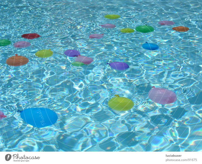 bubbles1 Sommer Freude Spielen Party Geburtstag Luftballon Schwimmbad mehrfarbig Schwerelosigkeit Kindergeburtstag