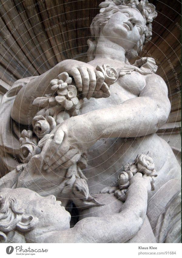 Ich wollte meinen Durst an ihrer Brust stillen... Frau Rose weiß nackt dick Vertrauen Akt Stein Barock Schwarzweißfoto Bildausschnitt Anschnitt Detailaufnahme