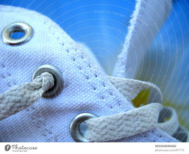 Schnürwerk Schuhe Schuhbänder Öse abgelaufen Chucks Erholung Rock 'n' Roll Bekleidung Loch Zunge Nahaufnahme Detailaufnahme Knoten