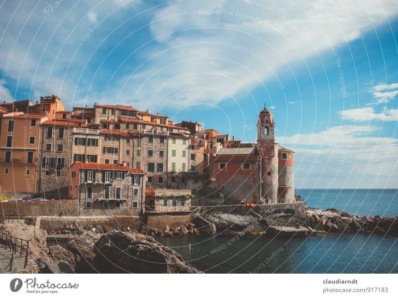Tellaro Landschaft Wasser Himmel Wolken Sommer Schönes Wetter Felsen Küste Bucht Meer Mittelmeer Italien Europa Dorf Altstadt Haus Kirche Architektur Fassade
