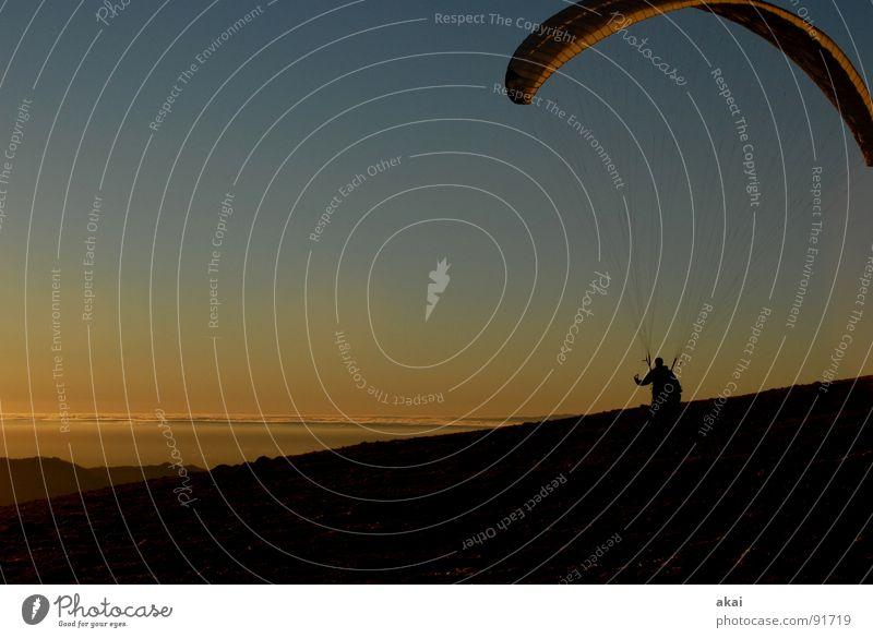 Abends am Schauinsland Gleitschirmfliegen Farbenspiel himmelblau Romantik Sonnenlicht Sonnenstrahlen Sonnenuntergang Abheben heimelig Bronze Gefühle Schwärmerei