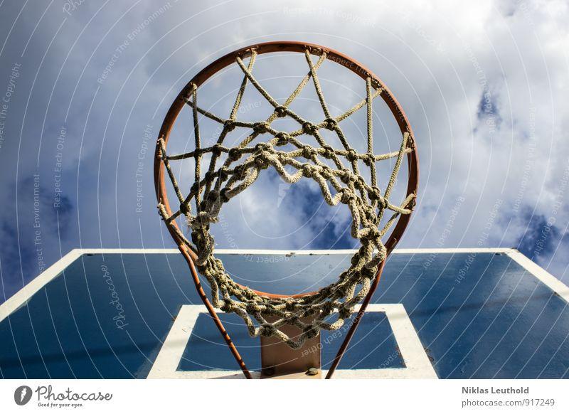 Basketballkorb Freude Sport Sommer Ballsport Himmel Wolken Schönes Wetter Knoten Spielen springen hoch sportlich blau weiß Freizeit & Hobby Korb Netz Schlaufe