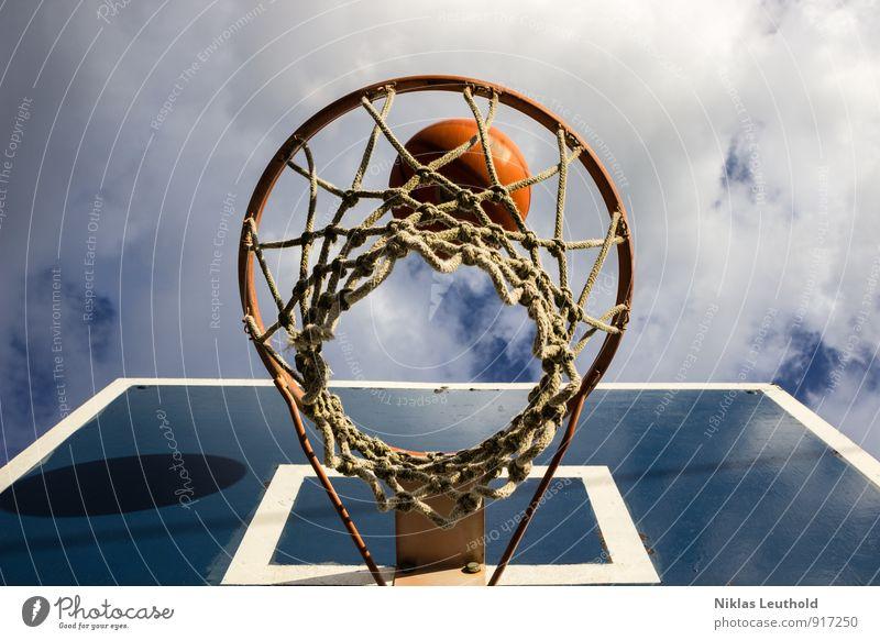 Schattenball Himmel blau weiß Wolken Freude Bewegung Sport Spielen springen Freizeit & Hobby orange Fitness Ball Netz Sport-Training werfen