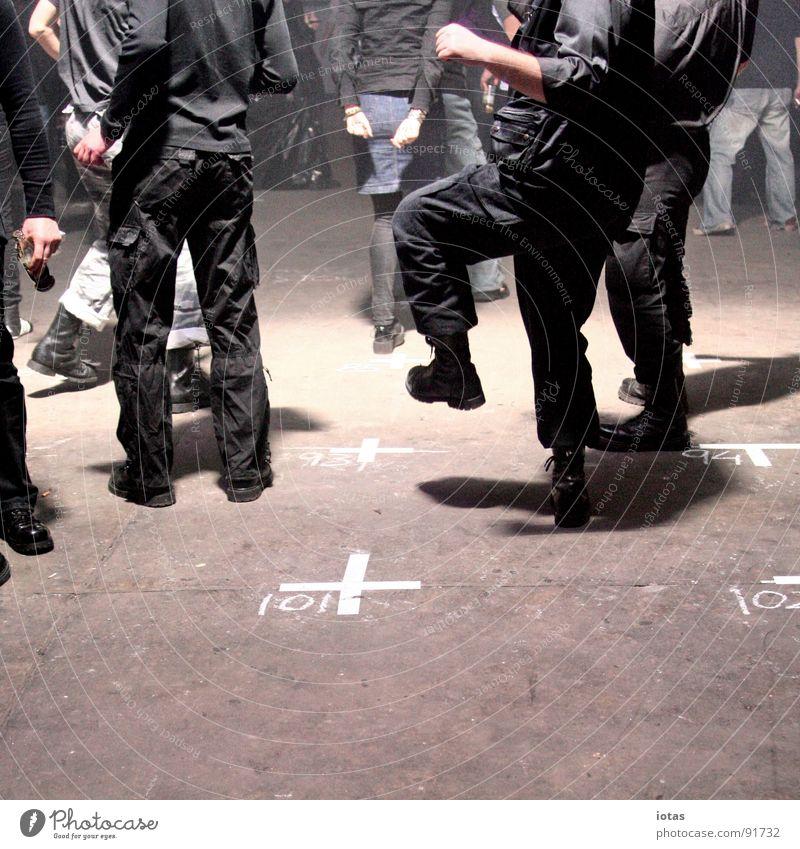 ** Freude dunkel Party Musik Stein Fuß Tanzen gehen laufen Rücken Bodenbelag Club Veranstaltung Kreide Tanzfläche