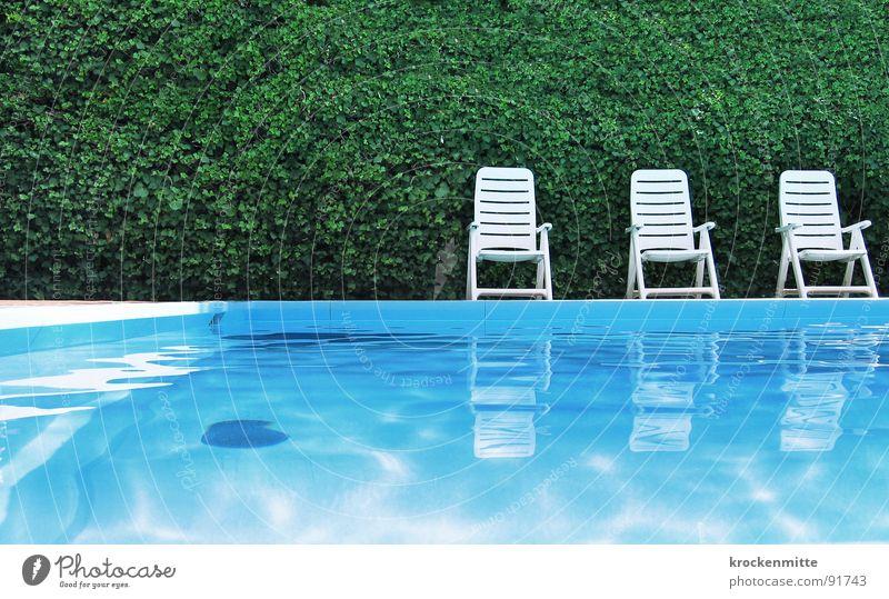 1...2...3...PLATSCH Schwimmbad grün Freizeit & Hobby ruhig Ferien & Urlaub & Reisen Hotel Gartenstuhl Reflexion & Spiegelung Hecke Italien Sonnenbad Kühlung