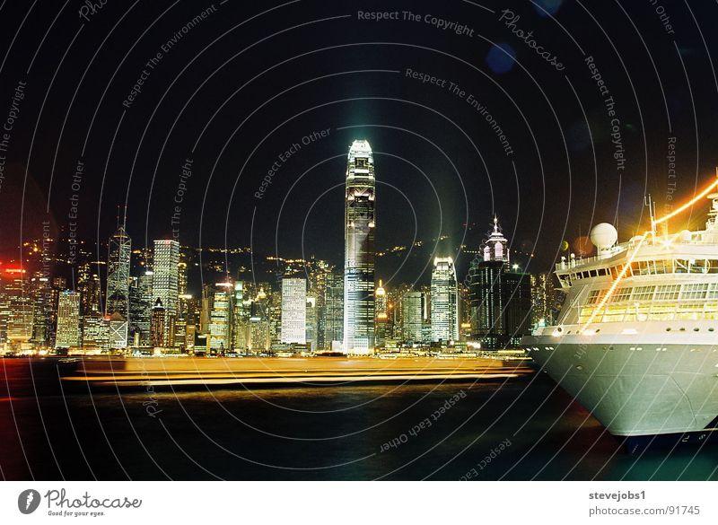 One Night in HongKong Hongkong Nacht Hochhaus Wasserfahrzeug Lichtermeer China Kowloon Hafen Victoria Harbour Skyline HSBC Beleuchtung Stadt