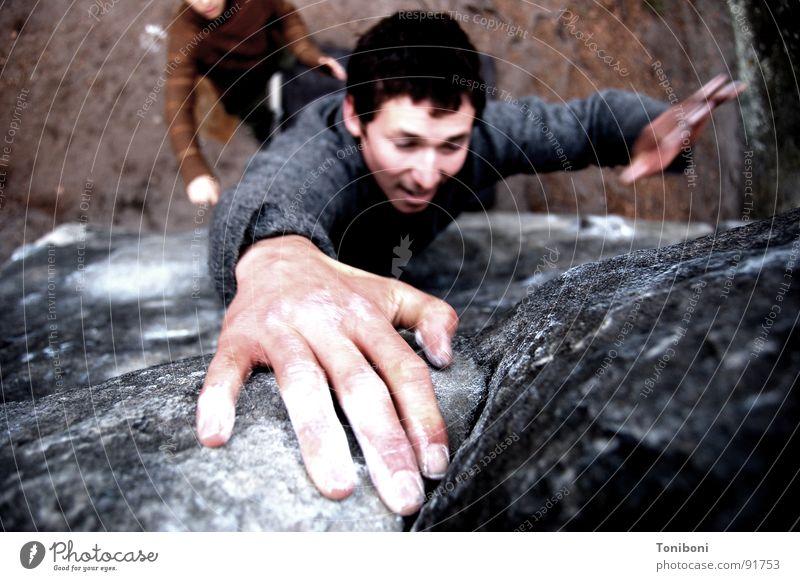 Ziag o !!! Klettern Hand Finger Freizeit & Hobby Zufriedenheit Bergsteiger Sandstein Griff Mann Stein Mineralien Frankreich Extremsport Bouldern Felsen fallen
