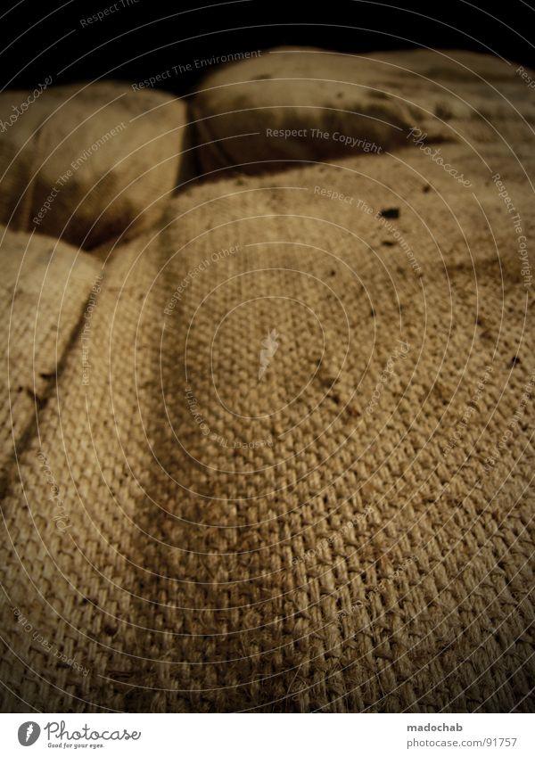 REVOLUTION alt braun liegen Dinge Stoff Material Stapel Textilien Ware Verpackung Lager Sack Naht Behälter u. Gefäße
