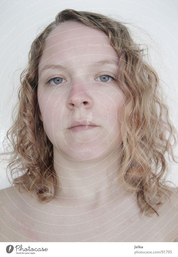 frisch gewaschen Mensch Frau blau Gesicht Erwachsene Auge Haare & Frisuren blond Mund Nase Locken Wange lockig Augenfarbe