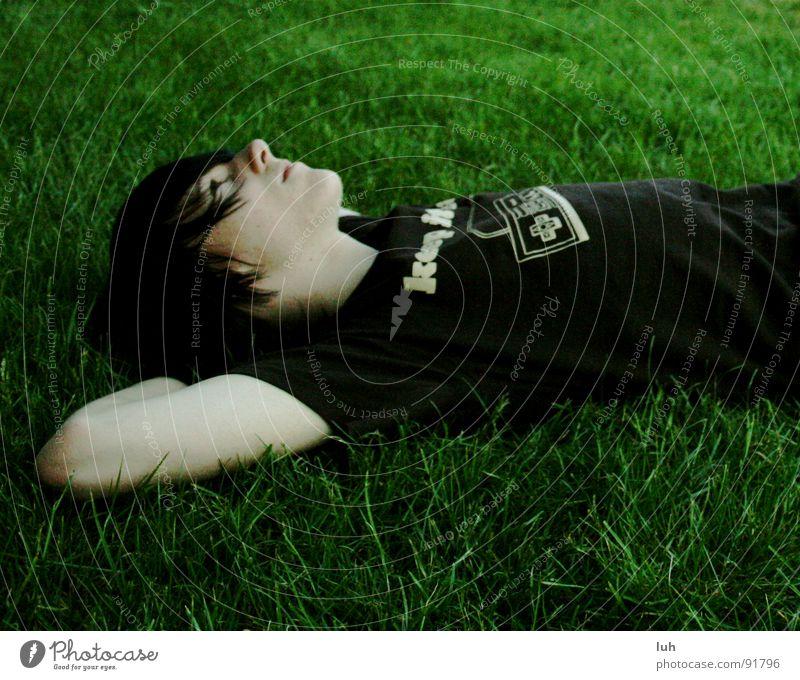 kevin chillt am maschsee. Jugendliche schön grün Sommer Erholung Wiese springen Gras Frühling süß Rasen gemütlich Schönes Wetter Hannover Gelächter