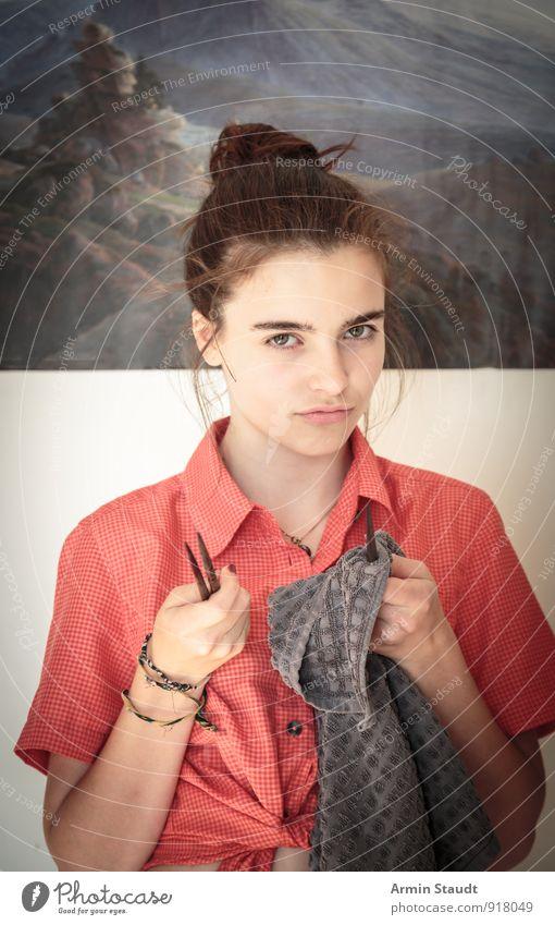 Du auch... Lifestyle Mensch feminin Jugendliche 1 13-18 Jahre Kind brünett Dutt Küchenhandtücher Essstäbchen Konflikt & Streit Aggression bedrohlich einzigartig