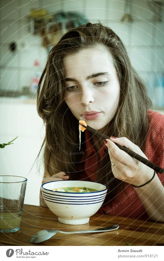 Suppe - Essen - Stäbchen Mensch Frau Kind Jugendliche Hand Erwachsene feminin Stil Denken Essen Lifestyle Glas authentisch 13-18 Jahre Ernährung heiß