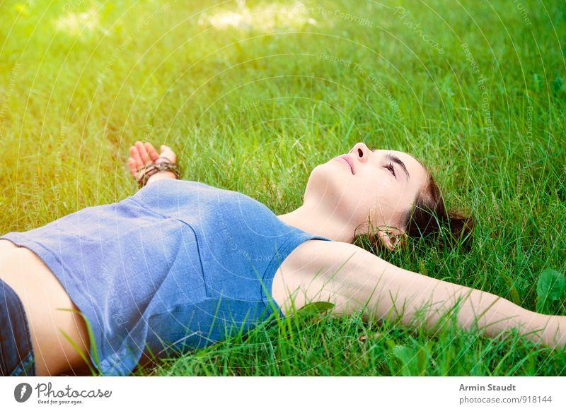 Entspannung Mensch Frau Kind Natur Jugendliche schön Sommer Erholung Erwachsene Wiese Gras Frühling Glück Gesundheit liegen Lifestyle
