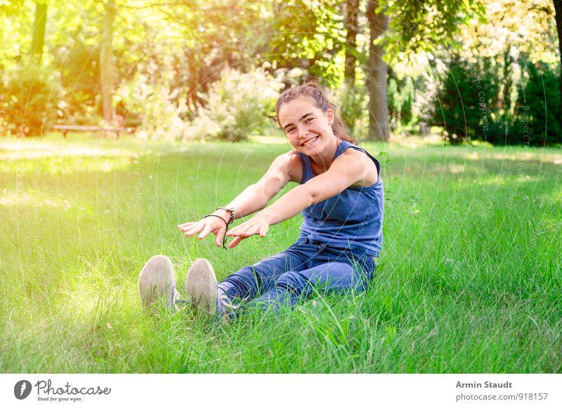 Bessere Zeiten... Mensch Frau Natur Jugendliche schön Sommer Freude Erwachsene Gefühle Wiese feminin Frühling Sport Glück Gesundheit Lifestyle