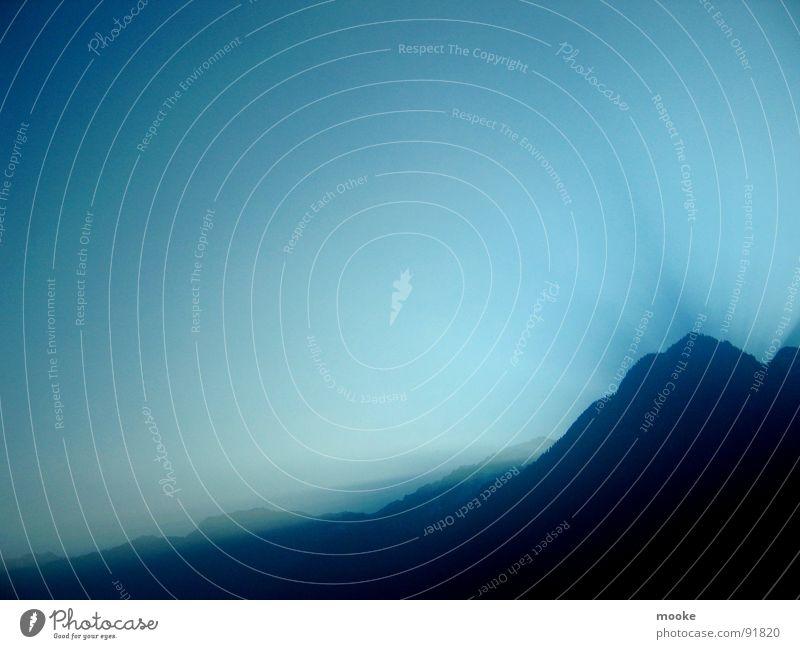 Sky Fly Sonnenstrahlen Horizont dunkel Ferne Fernweh Gipfel Berge u. Gebirge Himmel blau Schatten hell Tal