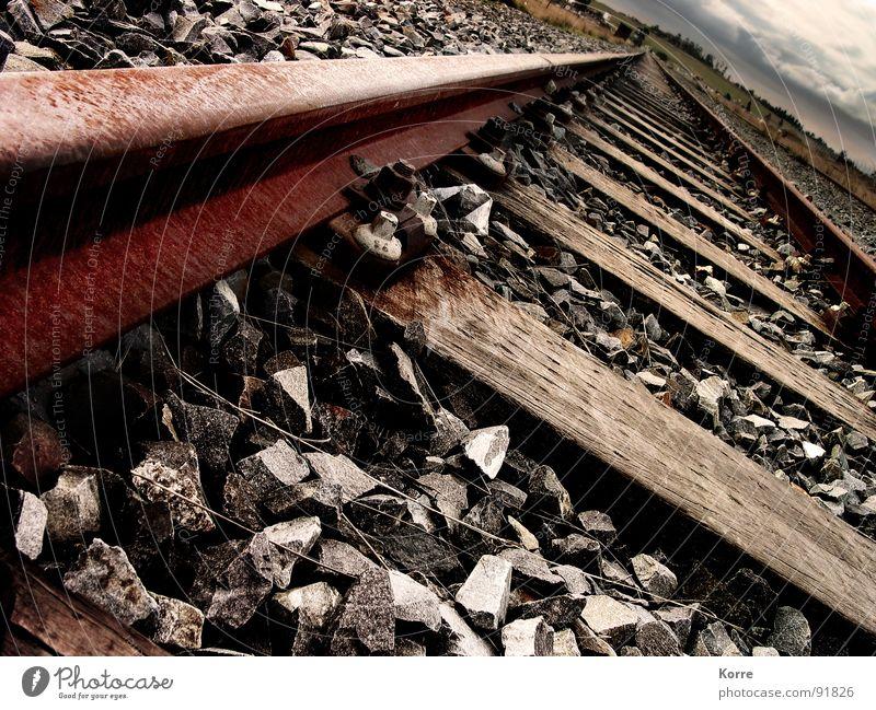 Abstellgleis Einsamkeit Stein Wege & Pfade braun Horizont Verkehr Eisenbahn trist Güterverkehr & Logistik Industriefotografie Afrika Spuren Vergänglichkeit Gleise Stahl Rost