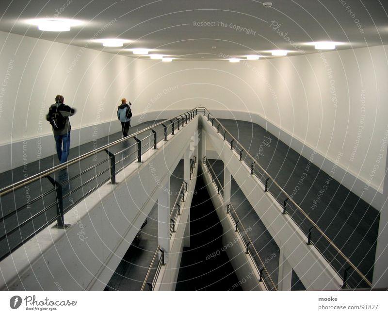 Come & Go Parkdeck Durchgang Beton schwarz weiß Licht Moderne Architektur modern Technik & Technologie