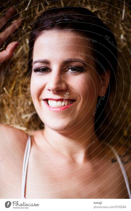 Lebensfreude feminin Junge Frau Jugendliche Erwachsene Gesicht 1 Mensch 18-30 Jahre Fröhlichkeit Glück schön einzigartig lachen Farbfoto Innenaufnahme