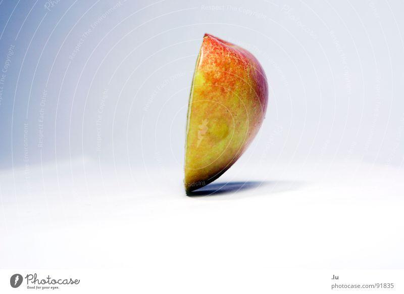 _ Apfelherz Hälfte Schweben Gleichgewicht Zufriedenheit Zauberei u. Magie Wunder umfallen Frucht Vergänglichkeit Schwebe seltsam Schwerpunkt halbes Herz