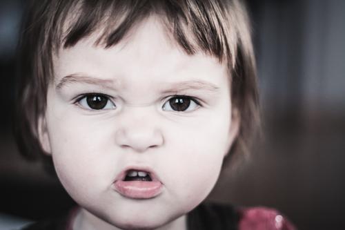 auf krawall gebürstet Mensch Kind Kleinkind Mädchen Kindheit Kopf 1 0-12 Monate Baby sprechen schreien Aggression meckern Knopfauge Farbfoto Gedeckte Farben