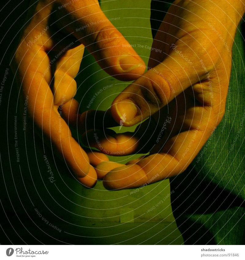 touch Hand Finger Fingernagel grün rot dunkel Stimmung aphotisch Hose Hands Körperteile Extremitäten Haut Jeanshose