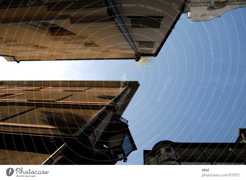 Freiburger Perspektiven Himmel blau Stadt Haus Gebäude Architektur Baustelle Altstadt himmelblau Freiburg im Breisgau Fischerau