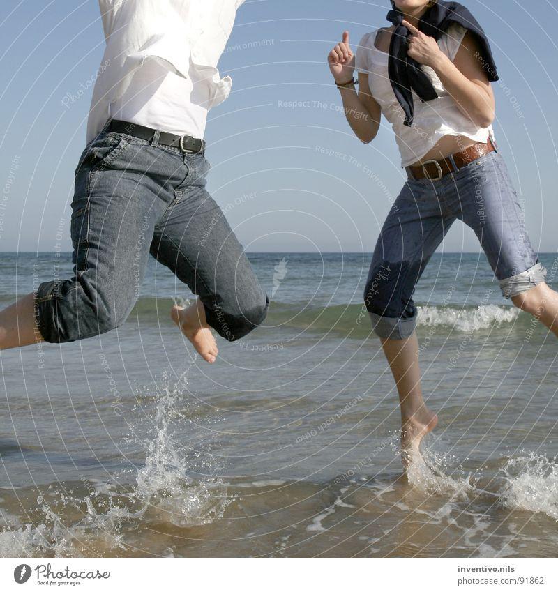 Saltando en Calpe springen Meer See Spanien Süden mediterran nass Strand Sommer Freude Mittelmeer Wasser Fuß Begeisterung Glück Salz Sand Sonne